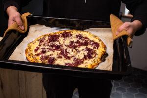 pastrami-pizza-vytazena-z-pece