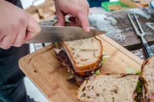 blt sandwich rozkrojime